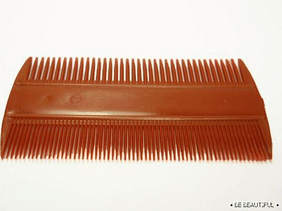 comb with fine teeth